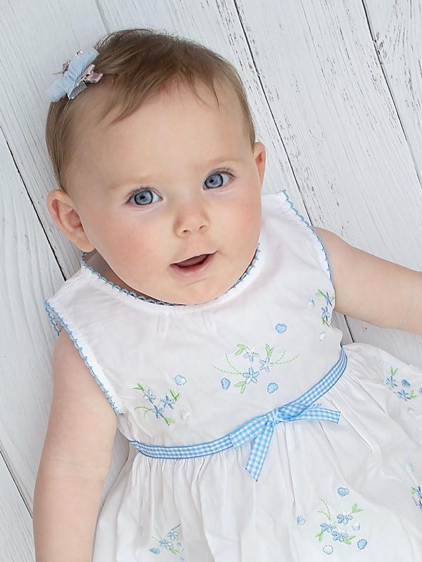 שמלה לבנה רקומה