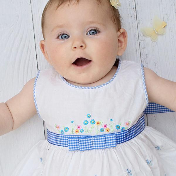 שמלה כחולה רקומה משבצות